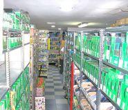 gran almacen de mas de 200 metros y gran stock de repuestos.